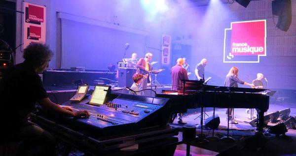 France Musique le live au 105, Tahar Boukhlifa-chef opérateur du son et les musiciens lors du concert ce samedi 25 avril 2015... Annick Haumier©Radio France