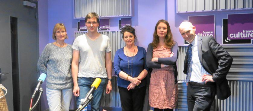Fin d'émission l'équipe pose : Brigitte Gautrand, Pierre Torrès, Aline Pailler, Elodie Chaumette & Nicolas Hénin ( de g.à d.)