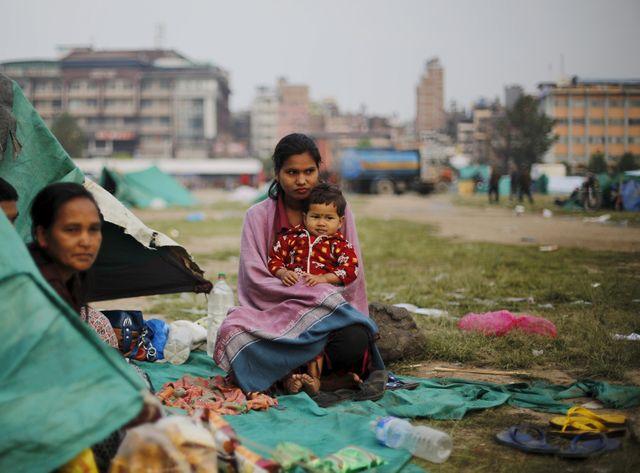 Des dizaines de milliers d'habitants ayant perdu leur logement sont contraints de camper dans des parcs