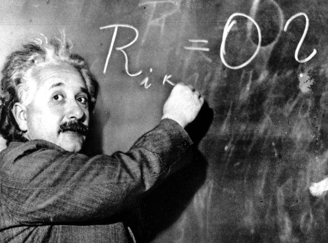 Albert Einstein écrivant une équation, une photo souvent détournée