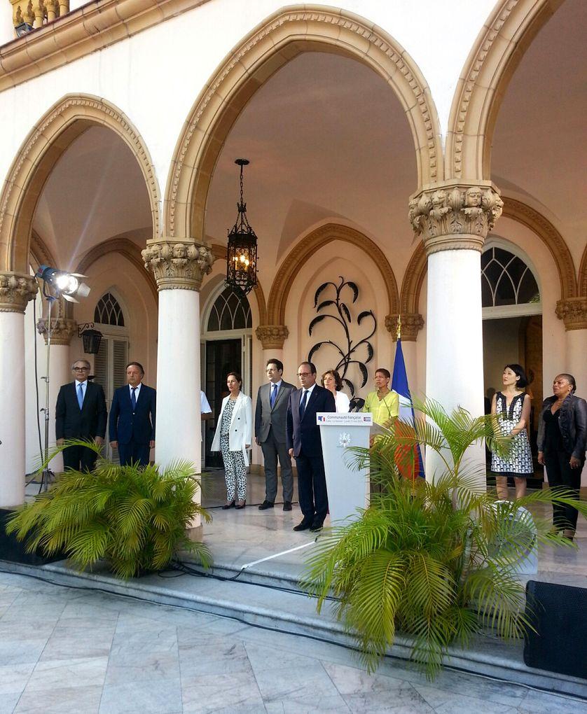 François Hollande après son discours devant les Français de Cuba à la résidence de l'ambassadeur, en mai 2015