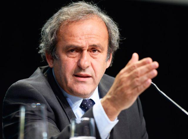 Michel Platini demande à Sepp Blatter de quitter son poste.