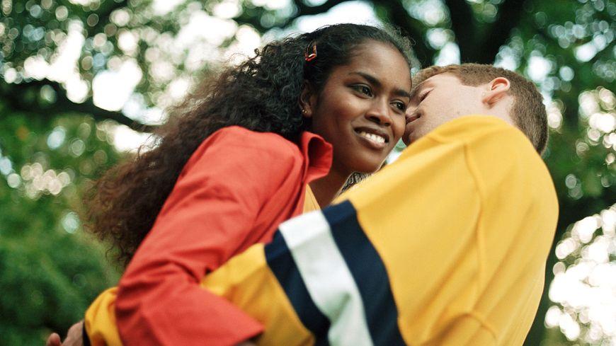 Neuf adolescents sur 10 estiment que le sexe est moins important que le  fait d'aimer et d'être aimé en retour