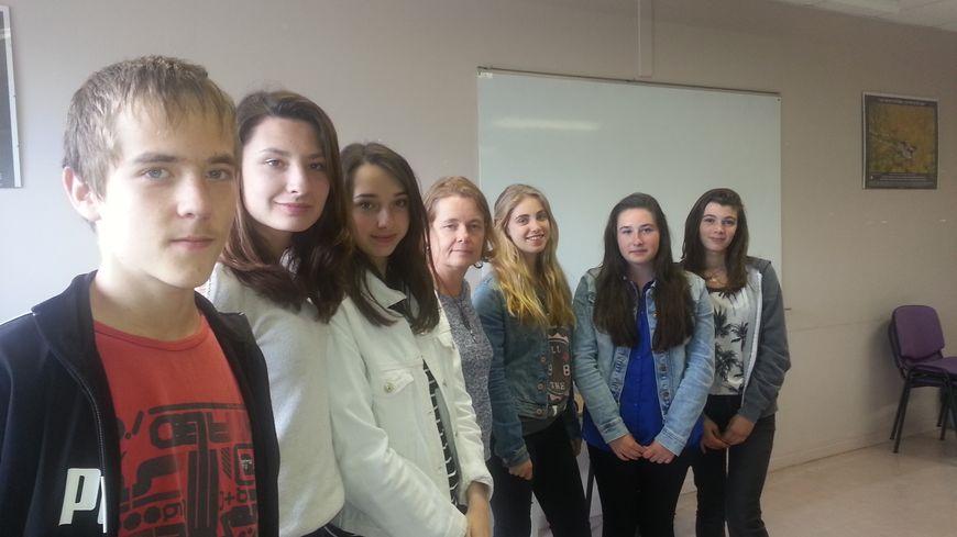 Des collégiens de la classe de 3e2