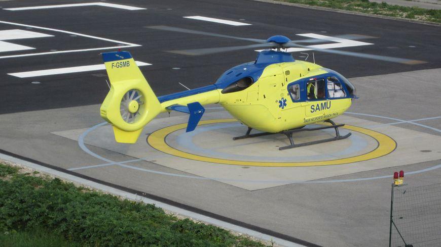 Hélicoptère du SAMU au centre hospitalier d'Avignon