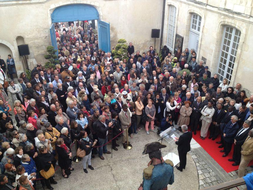 Plusieurs centaines de Rochelais au musée du Nouveau Monde pour l'inauguration de la statue de Toussaint Louverture