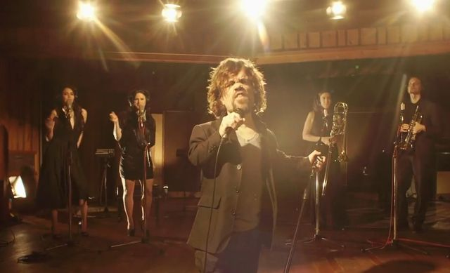 Tyrion devient crooner pour le Red Nose Day