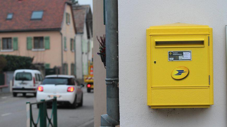 Les habitants de Mirabel-aux-Baronnies redoutent que la présence de la Poste dans leur commune se réduise à une boîte postale