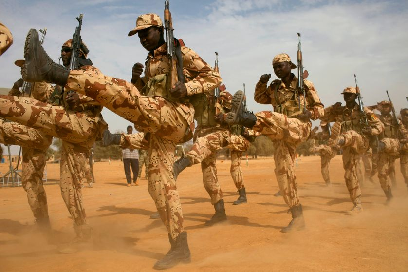 Séance d'entraînement de l'armée tchadienne, mars 2014 : grâce à son armée forte, le Tchad est devenu un parangon de stabilité d