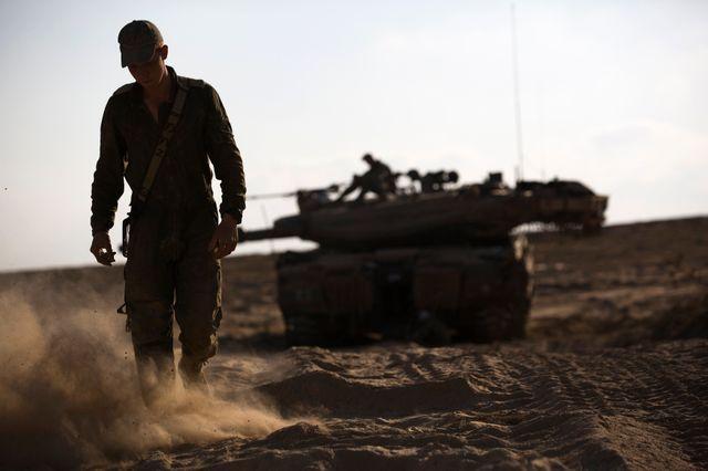 Soldat israelien à la frontière avec Gaza
