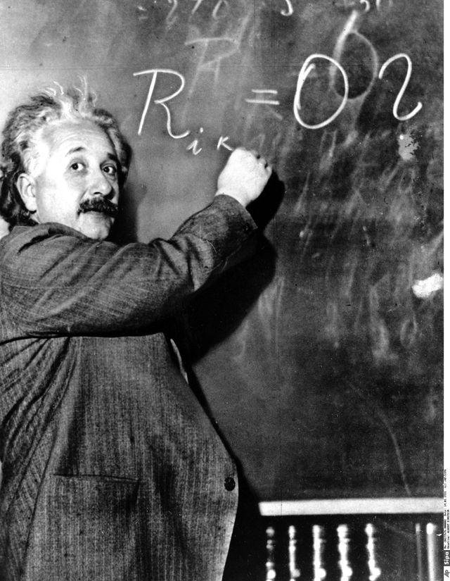 Albert Einstein écrivant une équation, une photo souvent détournée - Sipa, 1931