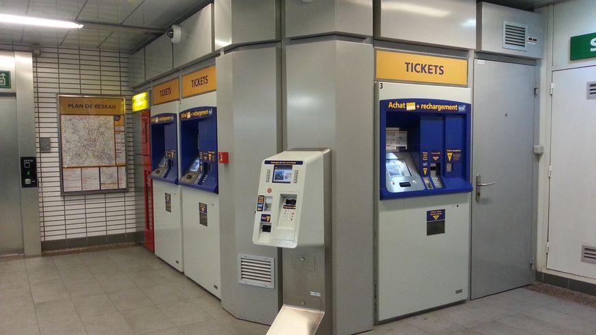FBToulouse métro borne tickets
