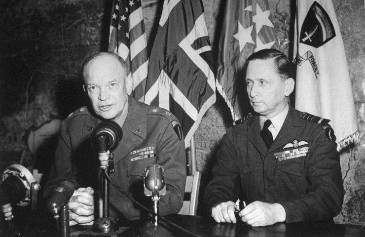 Le général Eisenhower prononce le discours de la victoire depuis la salle de reddition