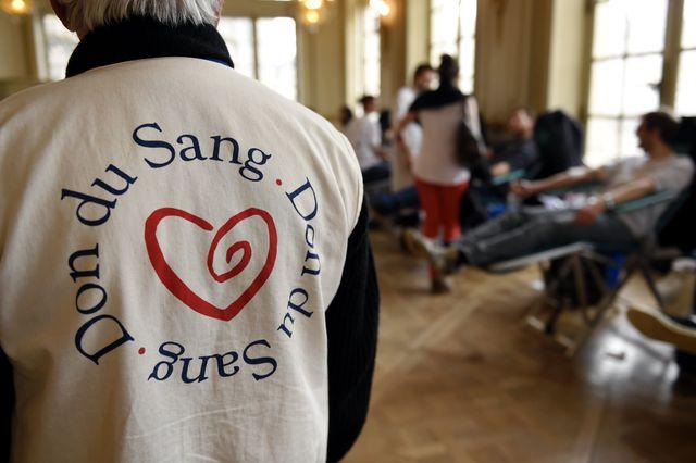 Don de sang, les homosexuels en sont exclus depuis 1983