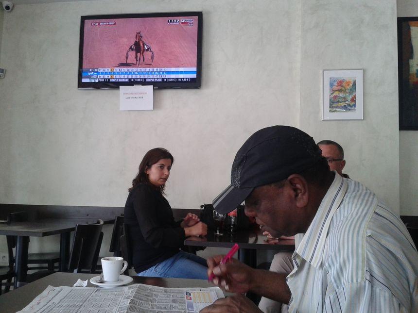 Dans un bar PMU de Strasbourg, mai 2015.