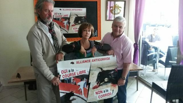 SPA et Alliance anticorrida protestent contre le taureau à la corde