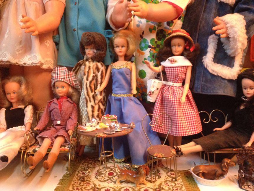 Bella fabriquait des poupées, mais aussi tous leurs accessoires