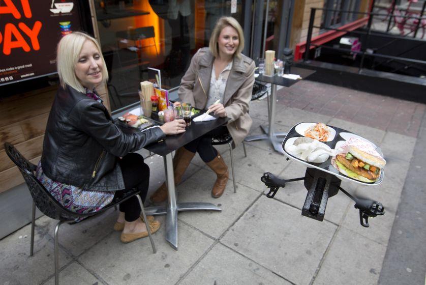Démonstration de livraison de sushi par drone, à Londres, en 2013
