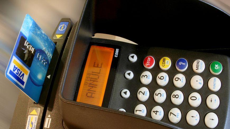 Le ministre des Finances voudrait mettre fin aux seuils de paiement par carte bleue