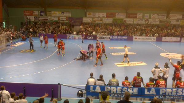 Les handballeurs de la JS Cherbourg s'imposent 27 à 24 sur Mulhouse pour le match aller des play-offs d'accession à la LNH.