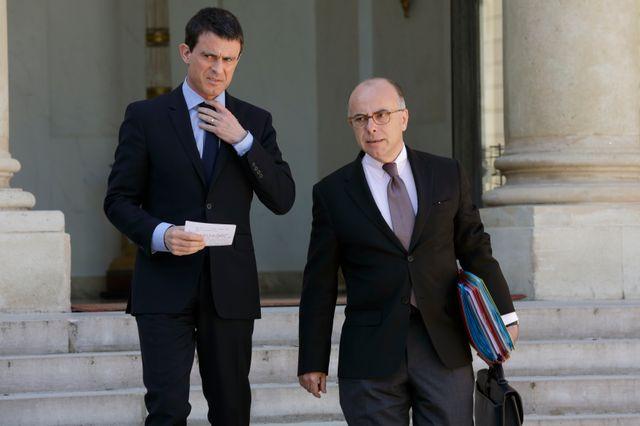 Manuel Valls et Bernard Cazeneuve à l'issue d'un conseil des ministres