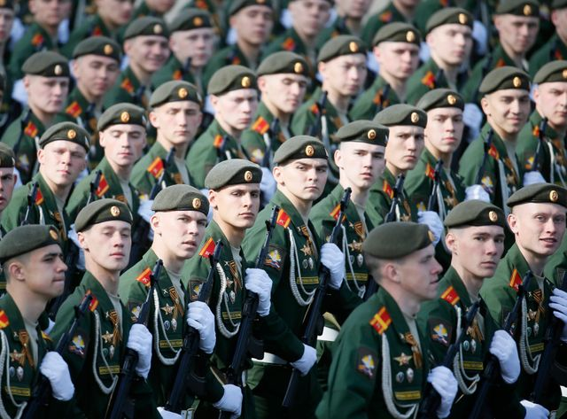 Près de 16.000 soldats ont défilé samedi à Moscou pendant près d'une heure