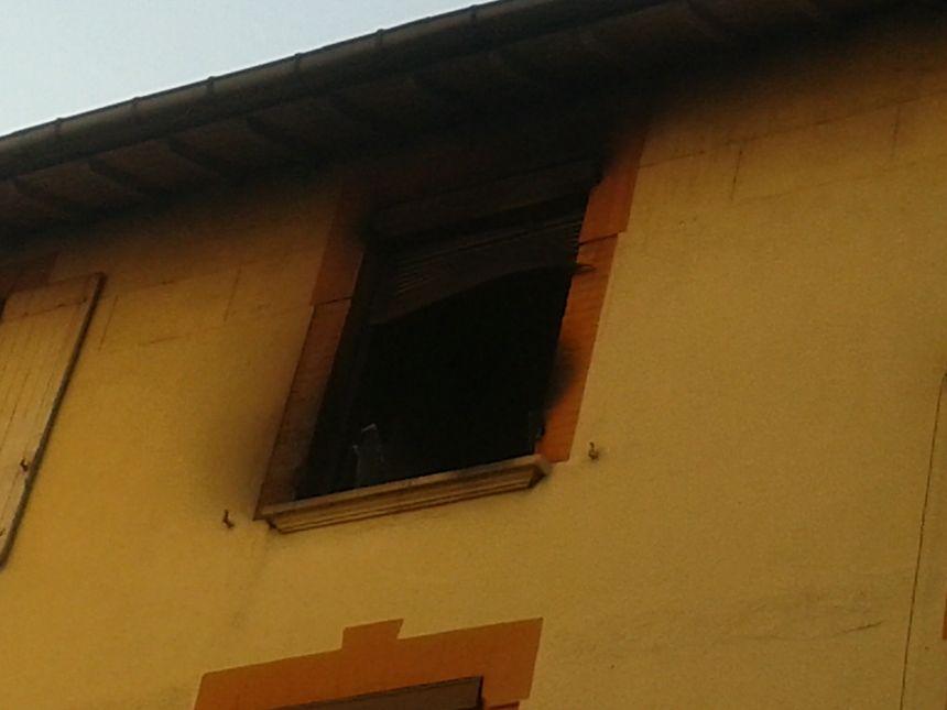 On distingue clairement que le feu a été le plus violent au 2ème et dernier étage.