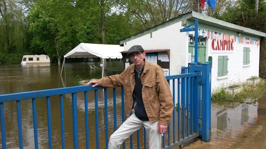 Le camping d'Arcy-sur-Cure, totalement submergé par les eaux, a du être évacué.