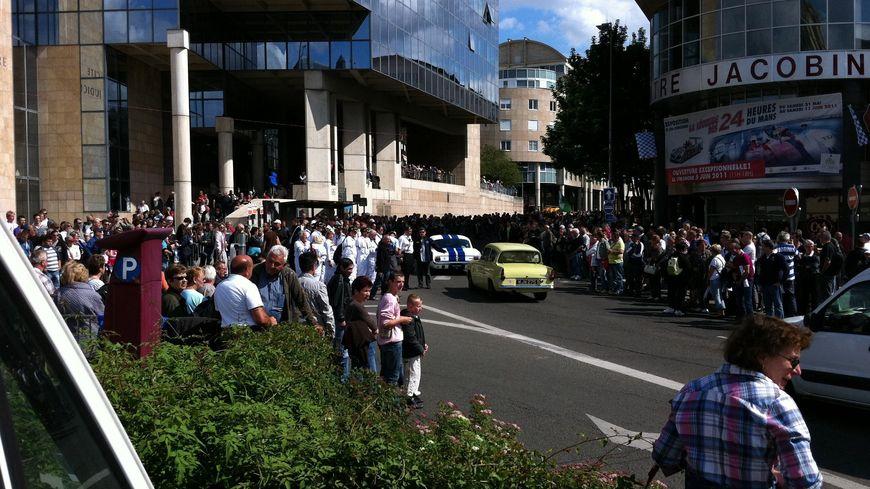 La parade des pilotes attire 150 000 spectateurs chaque année au Mans (ici, en 2011)