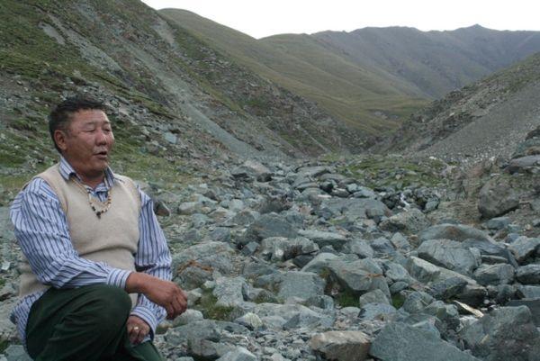 Tserendavaa au pied du Mont Jargalant Altai, Chandman © 2010, Johanni Curtet