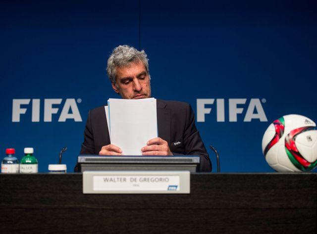 Le responsable de la communication de la Fifa en conférence presse ce mercredi.