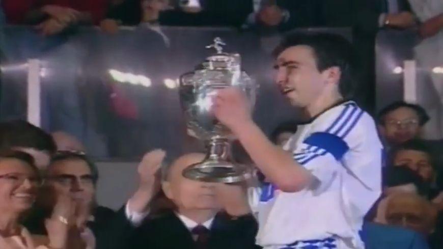 L'AJA l'emporte 3-0 face à Montpellier en finale de Coupe de France (1994).