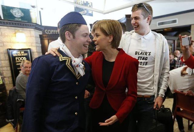 Nicola Sturgeon, leader du parti national écossais (SNP) à l'aéroport d'Edimbourg