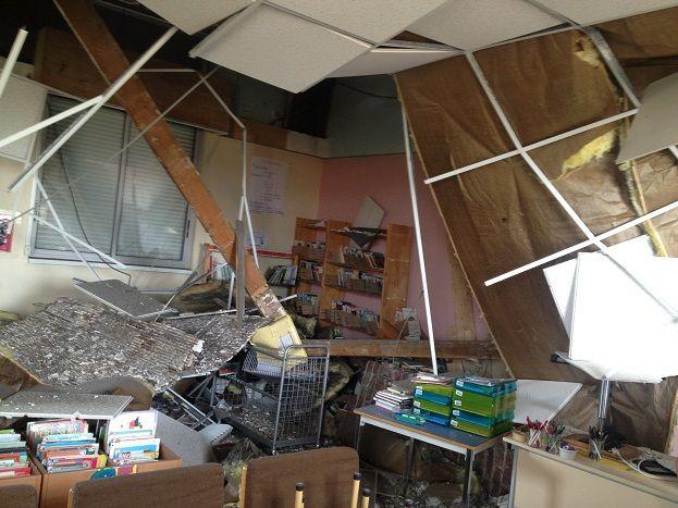 Une partie du plafond du CDI de l'école Jacques Eberhard s'est effondrée pendant les vacances à Gonfreville-l'Orcher.