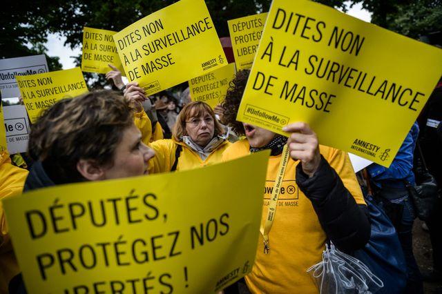 Manifestation des opposants au projet de loi sur le renseignement à proximité de l'Assemblée nationale