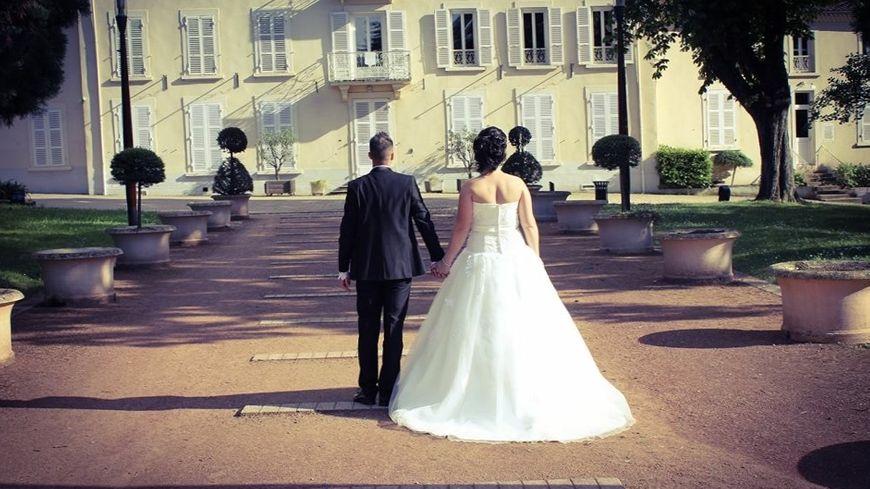 Aurélie et son époux ont été arnaqués mais se sont tout de même mariés le jour prévu.