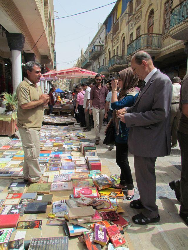 Le marché aux livres de la rue Mutanabbi à Bagdad