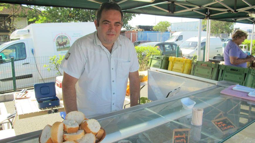 Jérôme Cellard fait goûter l'Ardèche sur les marchés calédoniens
