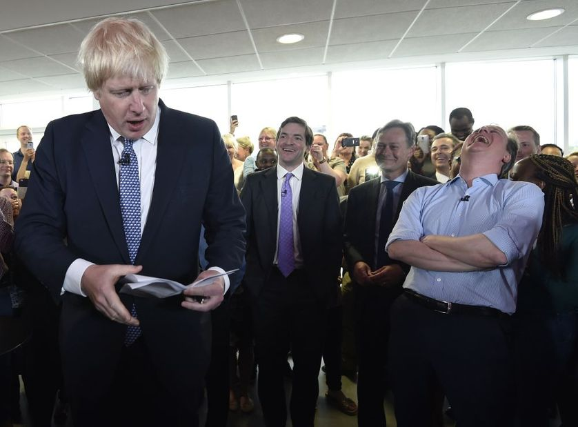 Scène de campagne: le maire de Londres Boris Johnson (à gauche) suscite l'hilarité du Premier ministre David Cameron (à droite).