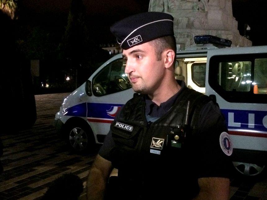 Le commissaire François Bargel dirige le contrôle routier sur la promenade des Anglais