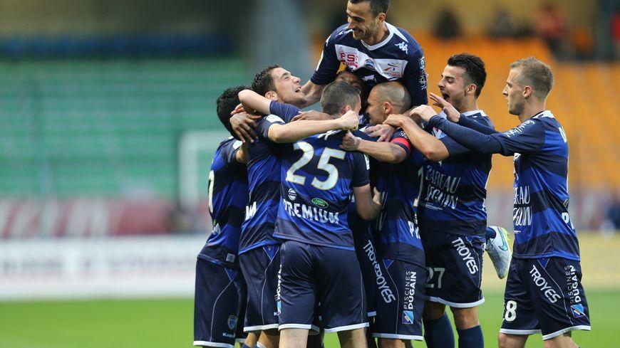 Troyes et Angers ont déjà validé leur montée dans l'élite avant la 38e et dernière journée de Ligue 2