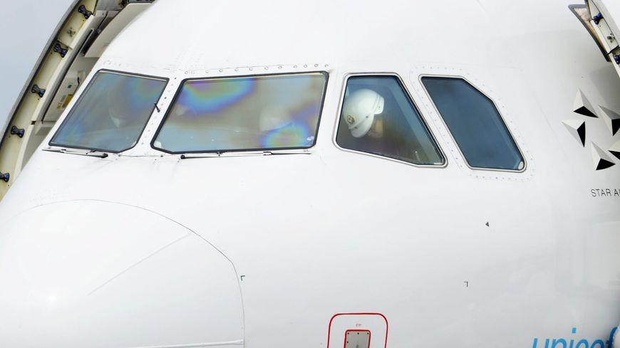 Le pilotage d'un avion est-il possible hors de la cabine de commande ?