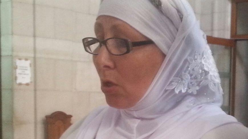 Nabba est venue à l'audience avec le foulard qu'elle porte depuis 30 ans