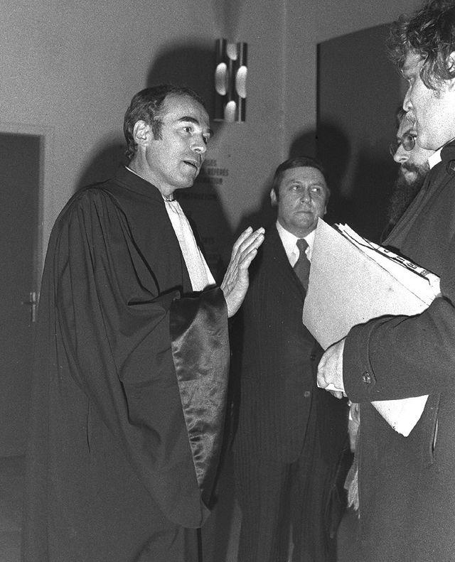 Robert Badinter lors du procès de Patrick Henry qui avait enlevé et tué le petit Philippe Bertrand (1977)