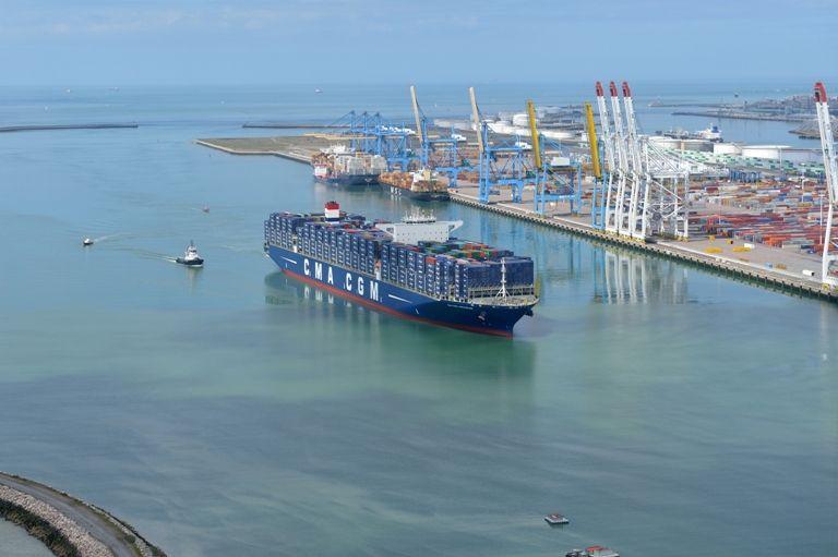 Le porte-conteneurs CMA-CGM Kerguelen lors de son arrivée au Havre le 10 mai.