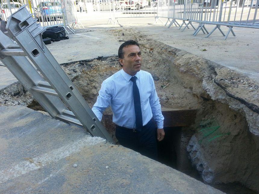 Yves Foulon, maire d'Arcachon fait la visite
