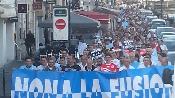 Manifestation des opposants à la fusion Aviron / BO ce mercredi à Bayonne