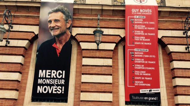 Portrait géant de Guy Novès, sur le Capitole à Toulouse.