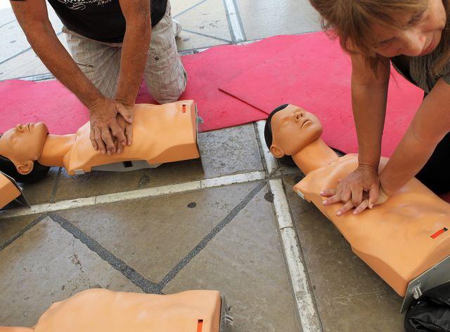 En cas d'arrêt cardiaque, seul un un Français sur cinq connaît les gestes à pratiquer.