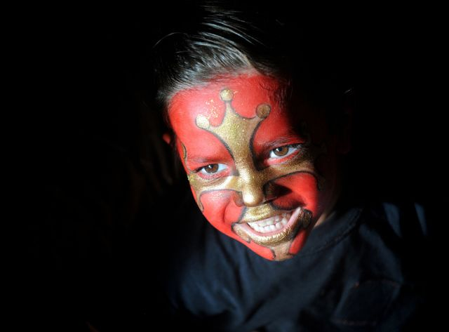 Enfant aux couleurs de l'Occitanie